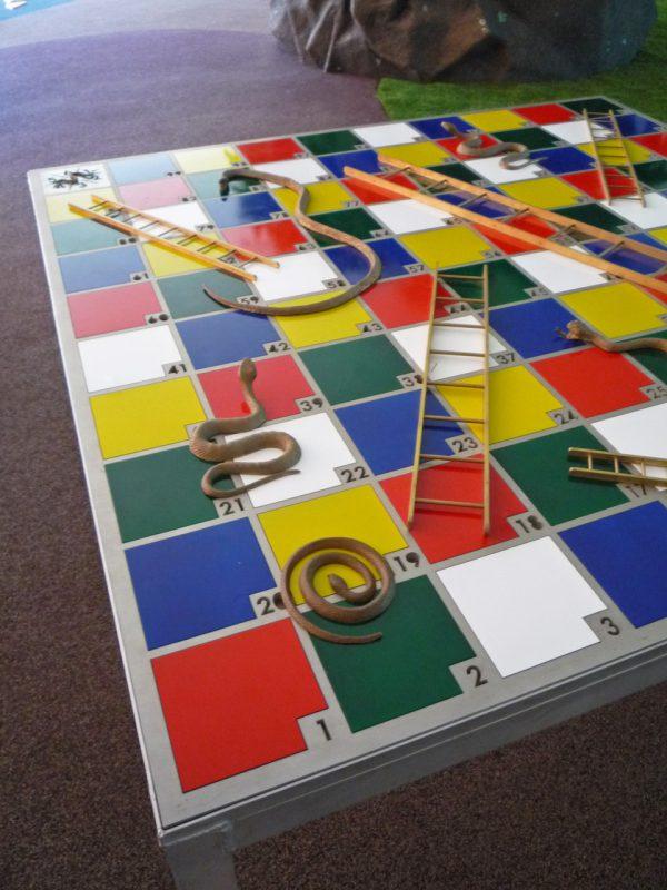 写真:正方形のテーブル