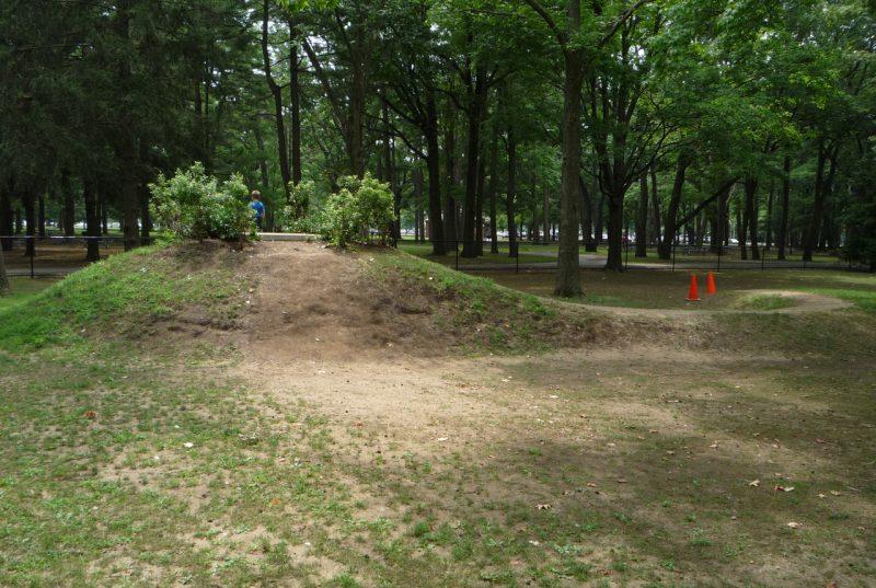 写真:勾玉のような形をした丘