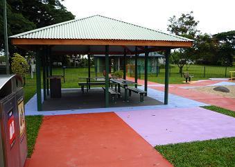 写真:公園の一角にあるバーベキュー施設