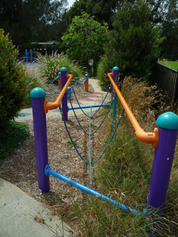 写真:ロープ渡りの遊具