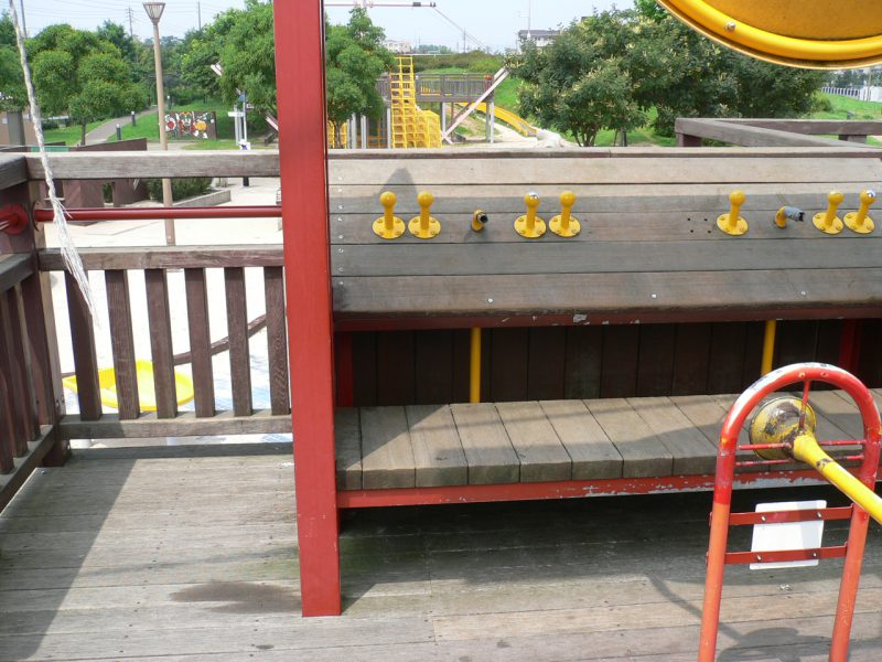 写真:デッキの操舵席
