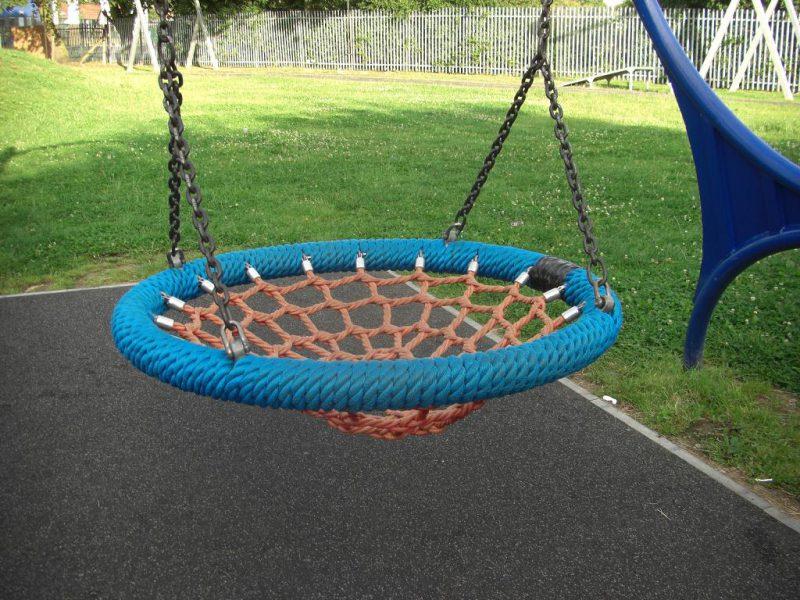 写真:人が乗る部分。円い枠の内側はロープで編んだネット